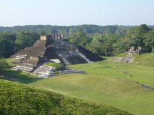 http://www.wikiwand.com/es/Comalcalco_(zona_arqueológica)